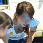 子供を連れた人妻が胸チラパンチラしちゃってる盗撮画像でオナろうぜ![24枚]
