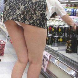 31歳アラサー女が服を着たままでヒップラインをモロ見せしてる画像下さい[12枚]