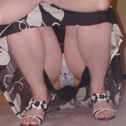 20代の新妻が油断して下着がみえてる画像で、まったりシコシコ[15枚]