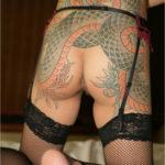 刺青入りの女がエロい体見せてくれる画像、一見の価値あり[40枚]
