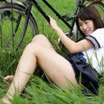女子●生コス美女がミニスカート制服ミニスカで太もも丸出しでエロポーズしてる画像って、結構ヌケるんだよな[43枚]