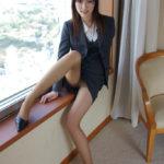 お姉さんがミニスカートストッキングでエロ脚と太ももを見せてくれる画像で抜いてみた[33枚]