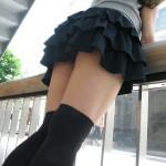 エロい美脚の美少女がニーソでエロい脚のラインを強調してる画像、コレは勃起するわw[34枚]