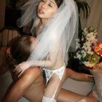 美女がウェディングドレスで誘惑してくるハメ撮りシーンで、特にエロいの集めました[27枚]